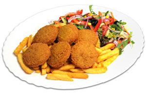 Обои Вторые блюда Салаты Мясные продукты Картофель фри Белый фон Тарелка Пища