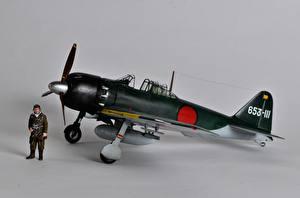 Картинка Самолеты Игрушки Истребители Японские Серый фон Mitsubishi A6M Zero Авиация