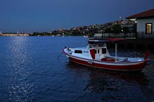 Фото Турция Стамбул Здания Вечер Лодки Залив Halic