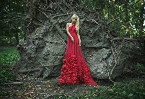 Обои Блондинка Платья Красных молодые женщины