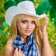 Фотография Блондинка Шляпа Смотрит Красивые Девушки