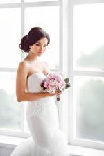 Картинки Букеты Шатенка Невеста Платье