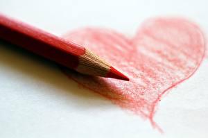Картинка Вблизи Карандаши Сердечко Красный
