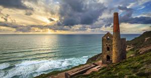 Фото Англия Берег Волны Развалины Море Небо Облака Churchtown Природа