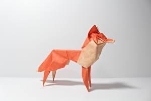 Картинка Лисица Оригами Бумаге Сером фоне животное