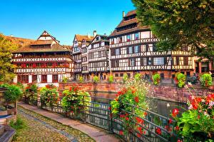 Фотография Франция Страсбург Здания Речка Ограда Кусты