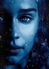 Обои Игра престолов (телесериал) Вблизи Дейенерис Таргариен Эмилия Кларк Глаза Лицо Красивые Нос Кино Девушки