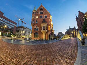 Фотографии Германия Гамбург Дома Мосты Вечер Уличные фонари Улица Тротуар Города