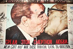 Фотография Граффити Берлин Германия Поцелуй Стена Знаменитости