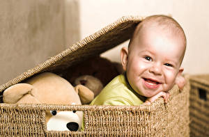 Обои Младенцы Улыбка Корзинка Дети картинки