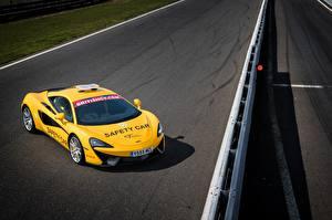 Фотографии Макларен Тюнинг Желтая 2017 540C Coupe Safety Car машины