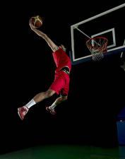 Обои Мужчины Баскетбол Черный фон Мяч Прыжок