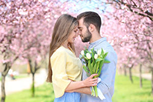 Фотографии Мужчины Любовь Тюльпаны Любовники 2 Русые Девушки