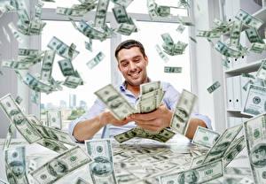 Картинки Мужчины Деньги Много Доллары Банкноты Улыбка