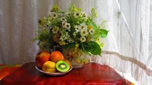 Фотографии Натюрморт Букеты Ромашки Персики Киви Продукты питания Цветы