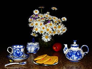 Фотография Натюрморт Букеты Ромашки Чай Чайник Печенье Яблоки Чашка Ложка Еда