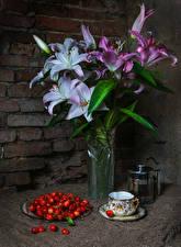 Фото Натюрморт Лилии Черешня Стенка Ваза Чашка Цветы Еда