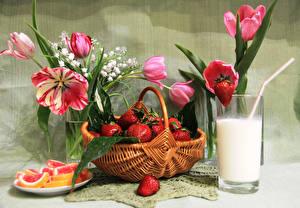 Фотография Натюрморт Клубника Молоко Тюльпаны Мармелад Корзина Стакан Продукты питания