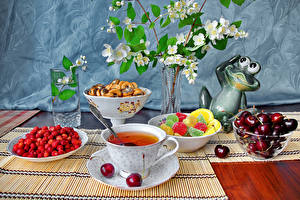 Картинки Натюрморт Чай Земляника Вишня Мармелад Чашка Стакан