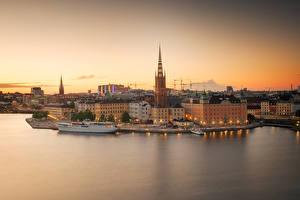 Картинки Швеция Стокгольм Дома Пристань Корабли Вечер Залив Города
