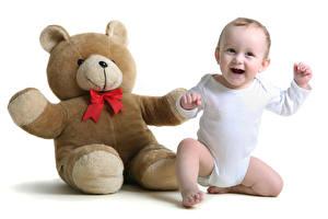 Фотография Плюшевый мишка Белым фоном Младенец Радостная Дети