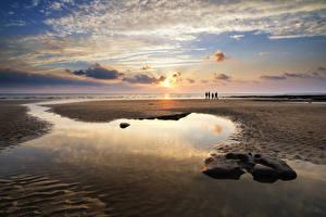 Фото Великобритания Рассветы и закаты Берег Небо Песок Облака Лужи Уэльс Dunraven Bay Природа