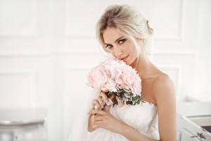 Фотографии Букеты Блондинка Невеста Смотрит Девушки