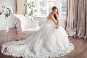 Фото Невеста Шатенка Платье Кресло Девушки
