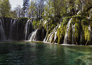Картинки Хорватия Парки Водопады Озеро Скала Мох Plitvice national park