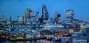 Фотографии Англия Дома Небоскребы Речка Мосты Вечер Лондон Waterloo Города