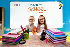 Фотография Школа Английский Девочки Мальчики Очки Улыбка Книга Блокнот Карандаши Дети