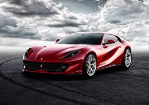 Фотография Ferrari Красный Superfast 812