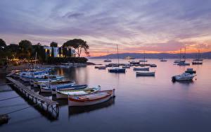 Картинка Франция Причалы Дома Вечер Лодки Залив Mediterranean Beach Города
