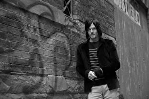 Картинки Мужчина Норман Ридус Черно белые Стена Eric Guillemain Знаменитости