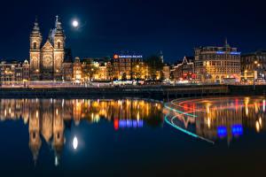 Картинка Нидерланды Амстердам Здания Речка Луна Ночные Отражение