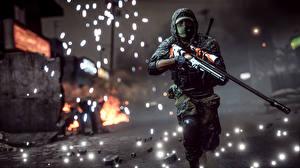 Картинка Снайперская винтовка Винтовки Battlefield 4 Солдаты Снайперы Бег Игры 3D_Графика