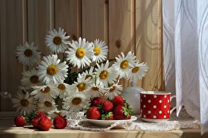 Обои Натюрморт Ромашки Клубника Чашка Продукты питания Цветы