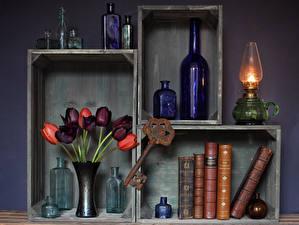 Картинка Натюрморт Тюльпаны Керосиновая лампа Книга Бутылка Цветы