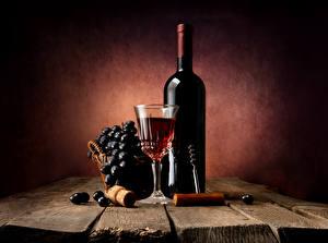 Фотографии Натюрморт Вино Виноград Доски Бутылка Рюмка Продукты питания