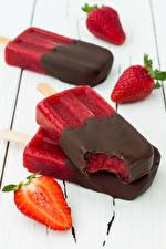 Фотографии Сладости Мороженое Шоколад Клубника