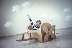 Картинки Игрушки Самолеты Мальчики Очки Ребёнок