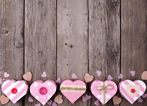 Обои День всех влюблённых Доски Сердце Коробка