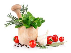 Картинки Овощи Томаты Чеснок Специи Белый фон Ступка с пестиком Продукты питания
