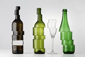 Картинка Бутылки Серый фон Бокалы Нарезка