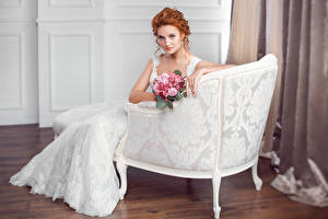 Фото Букеты Кресло Рыжая Невеста Взгляд Платье Девушки