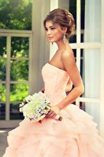 Картинки Букеты Шатенка Невеста Платье Девушки