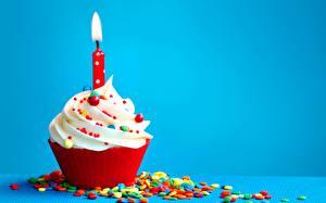 Картинки Капкейк кекс Свечи День рождения Вблизи Цветной фон Продукты питания