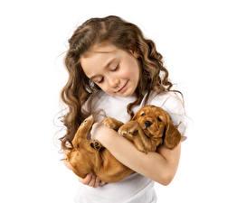 Картинки Собаки Белый фон Девочки Шатенка Улыбка Щенок