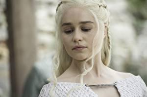 Фото Игра престолов (телесериал) Дейенерис Таргариен Emilia Clarke Блондинка Лицо season 7 Знаменитости Девушки