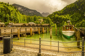 Фото Германия Озеро Пирсы Катера Горы Леса Бавария Ограда Koenigssee